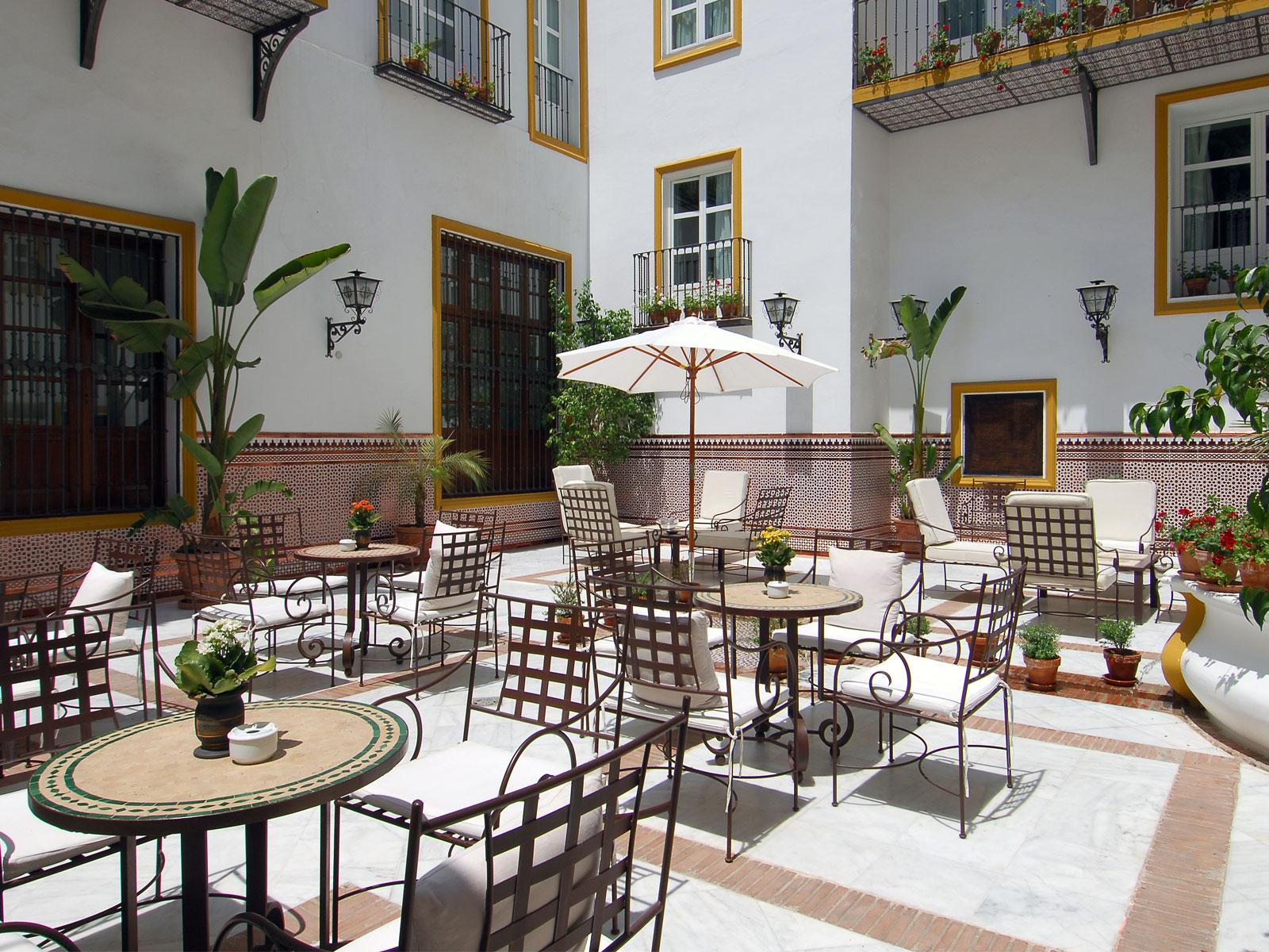 Servicios Hotel Sevilla La Rábida - Vincci Hoteles - Patio Andaluz