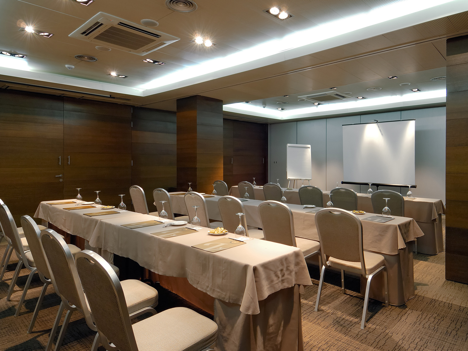 Leon Cervantes Conference Room - Vincci Soho 4*
