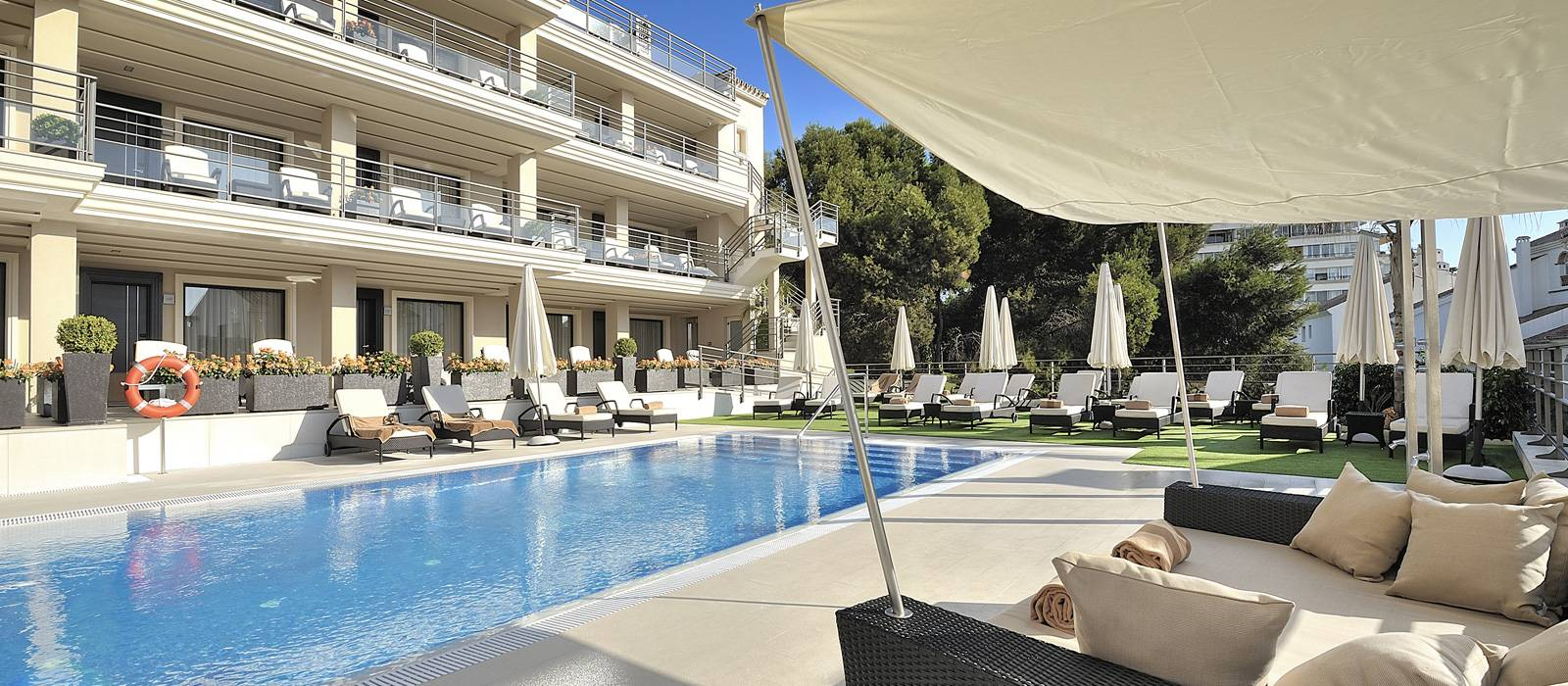 Services Hotel Vincci Aleysa Boutique&Spa - Outdoor pool and outdoor pool with hydromassage