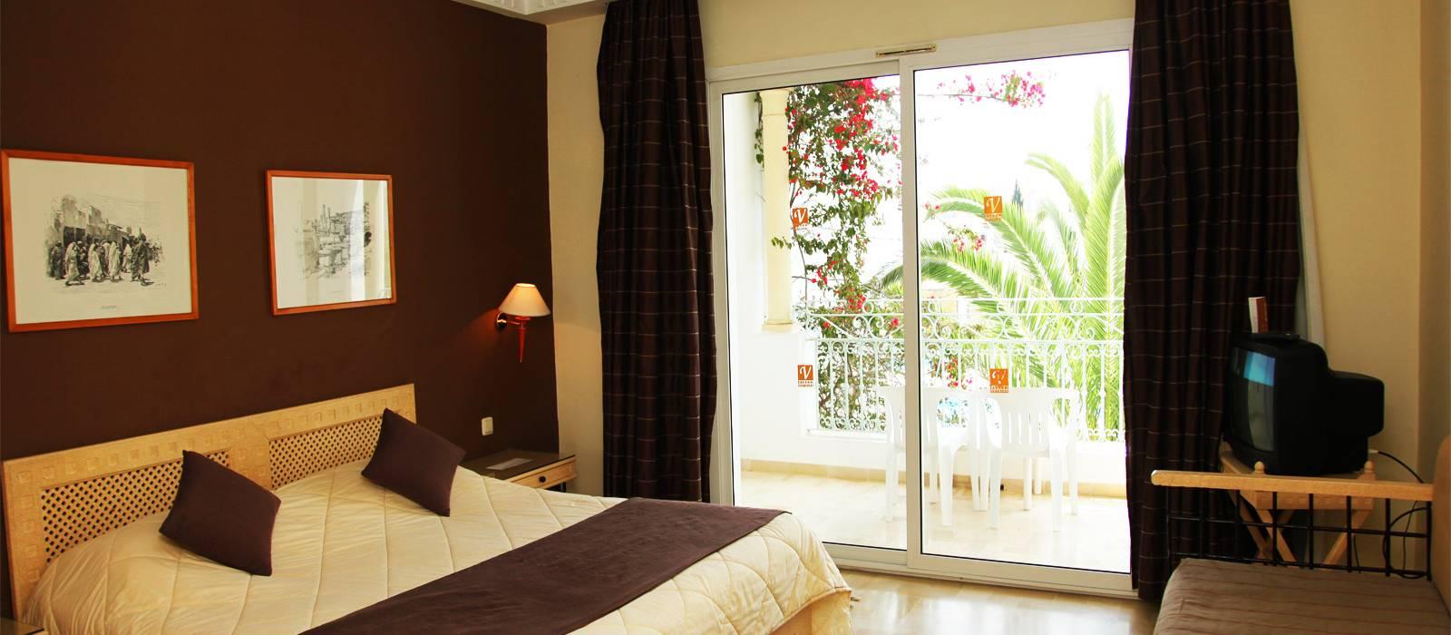 Dreibettzimmer. Übernachtung im Hotel Vincci Flora Park in Tunesien