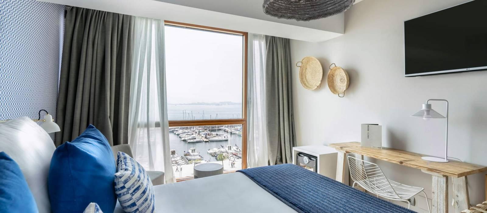 Doppelzimmer mit Meerblick. Hotel Zimmer Puertosantander - Vincci Hoteles
