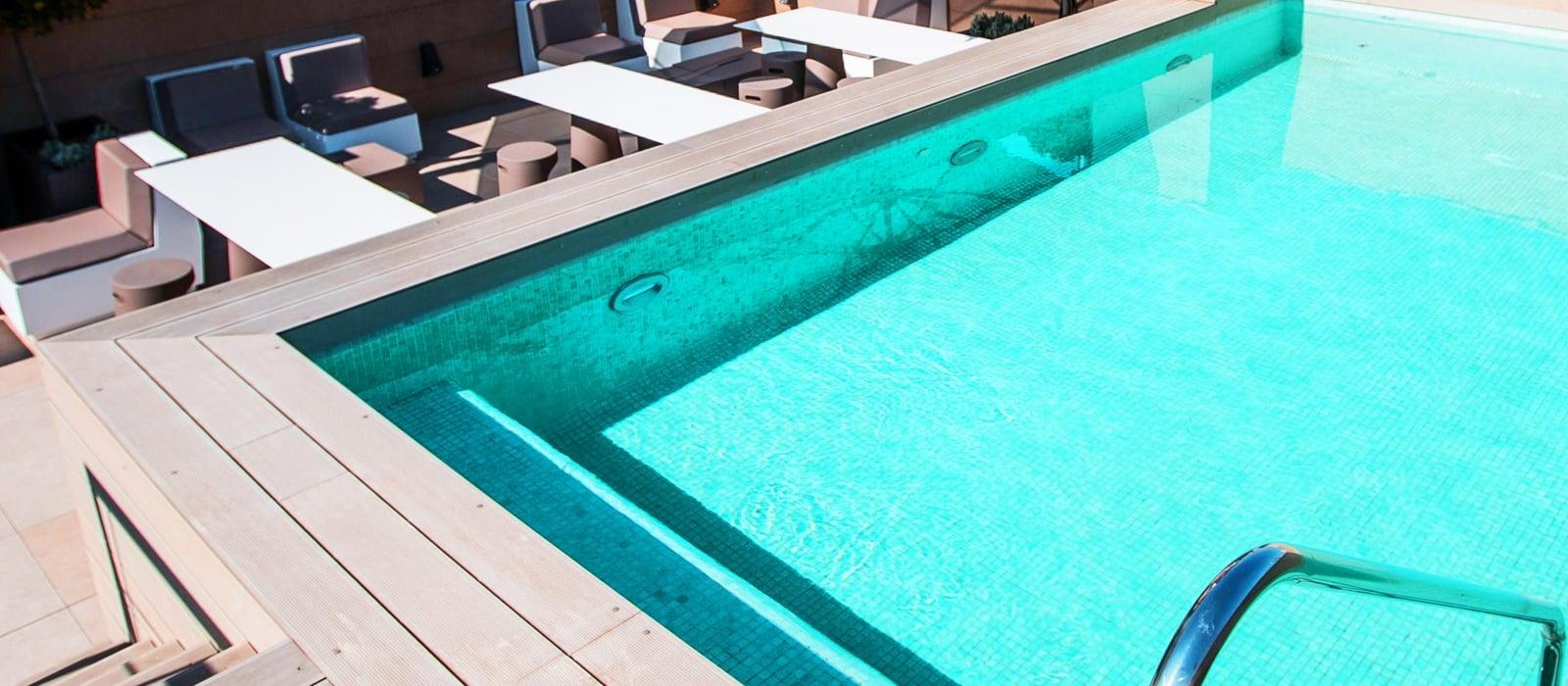 Plunge pool con solarium -  Vincci Mercat 4*