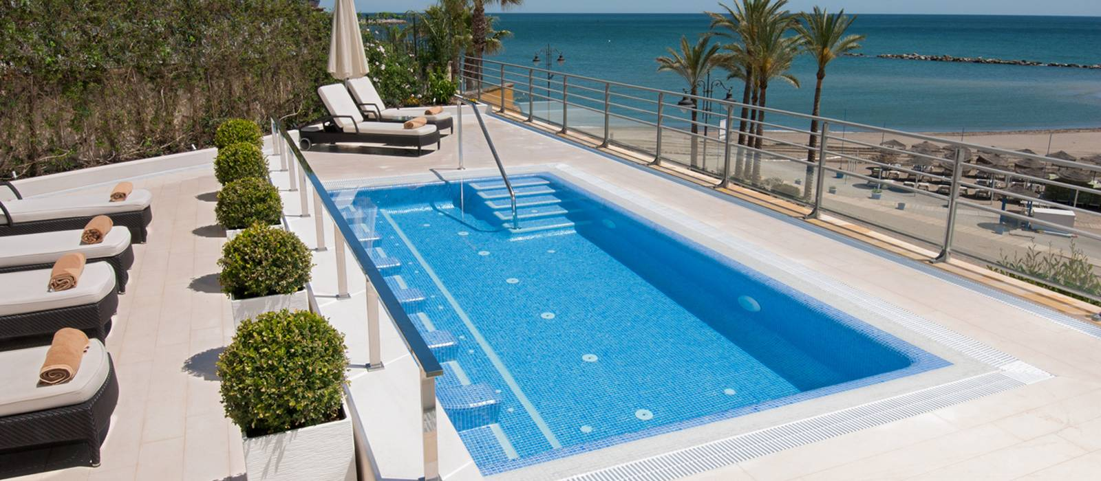 Hotel Vincci Aleysa Boutique&Spa - Piscine et piscine extérieure avec hydromassage