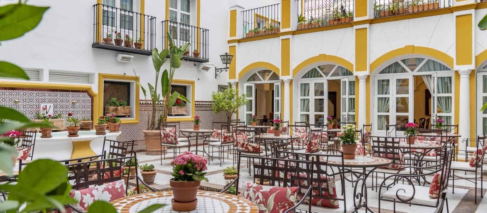 Services hotel sevilla la r bida vincci hotels - Fotos patio andaluz ...