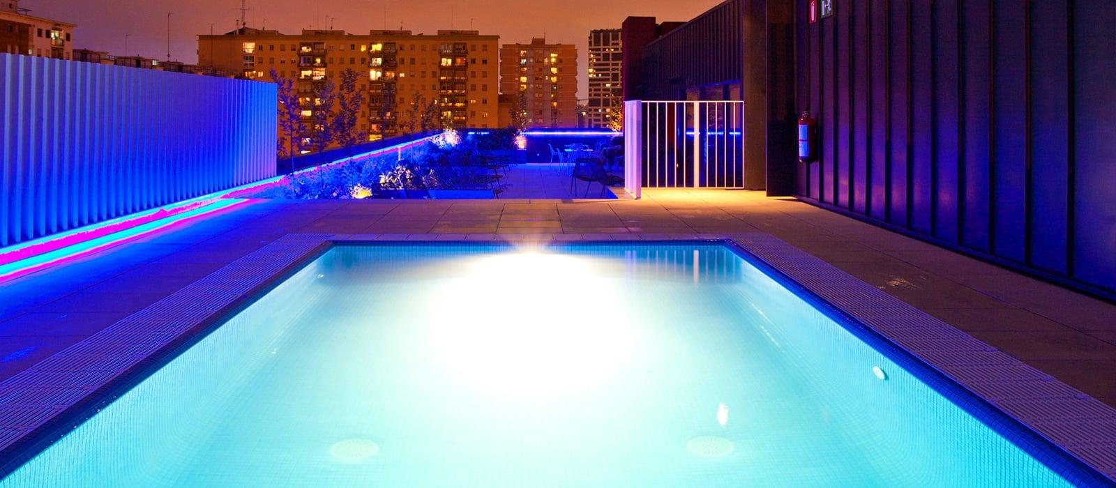Photos and videos hotel barcelona bit vincci hotels for Piscina barcelona