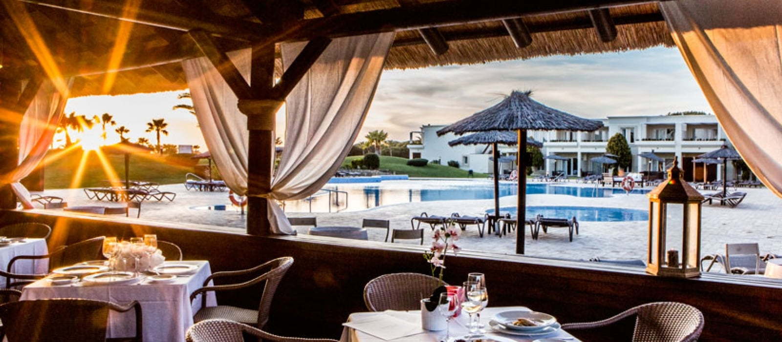 Hoteles Vincci. Hotel Vincci Costa Golf in Cadiz mit Restaurant El Chozo