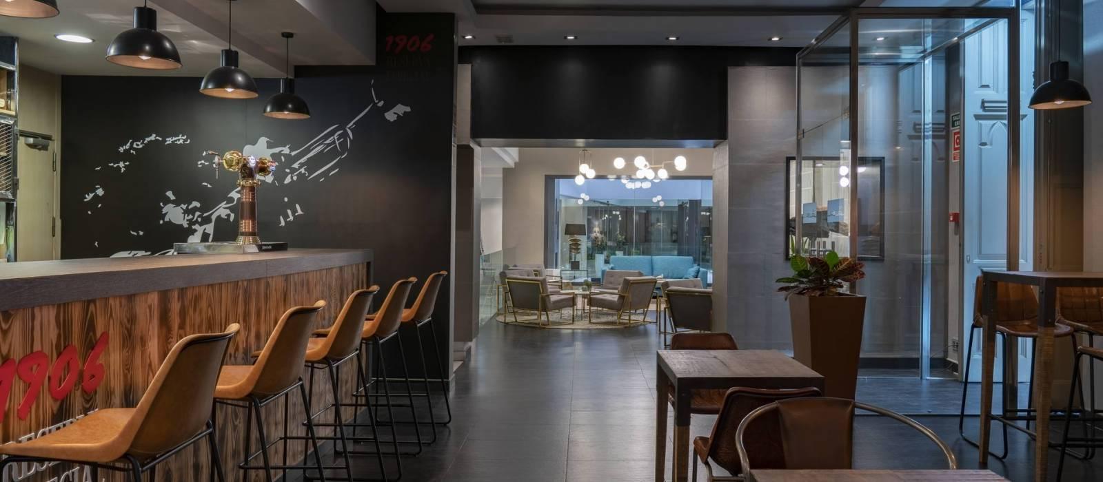 The Wall Bar Hotel Málaga Posada del patio - Vincci Hotels