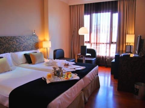 Superior Double Room - Vincci Granada 4*