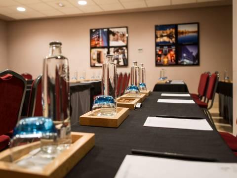 Conference Rooms - Vincci Lys 4*