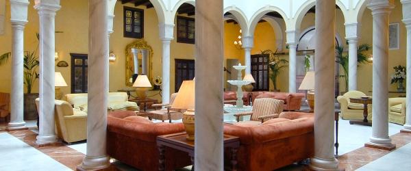 Services Hotel Sevilla La Rábida - Vincci Hotels - Patio Andaluz