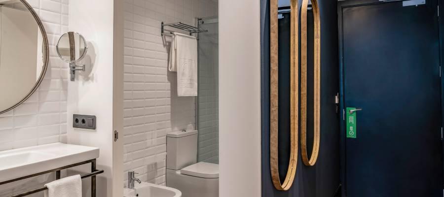 Baño habitación doble-Hoteles Vincci. Hotel Vincci Consulado de Bilbao