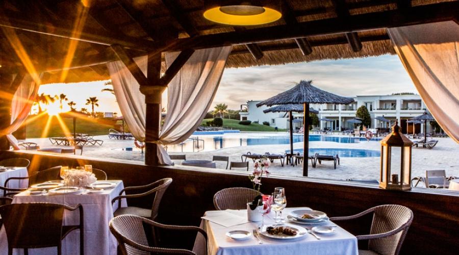 Hoteles Vincci. Hotel Vincci Costa Golf in Cadiz mit Restaurant El Mercado