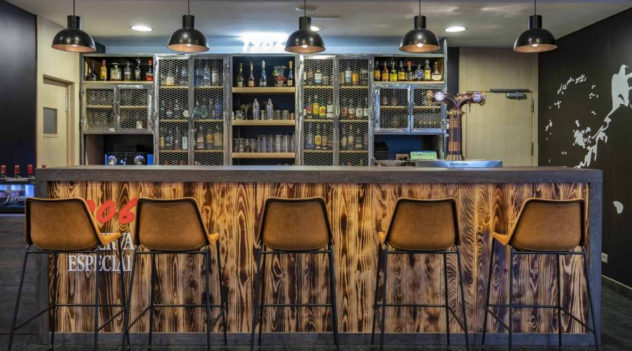 The Wall Bar - Vincci Selección Posada del Patio - Málaga