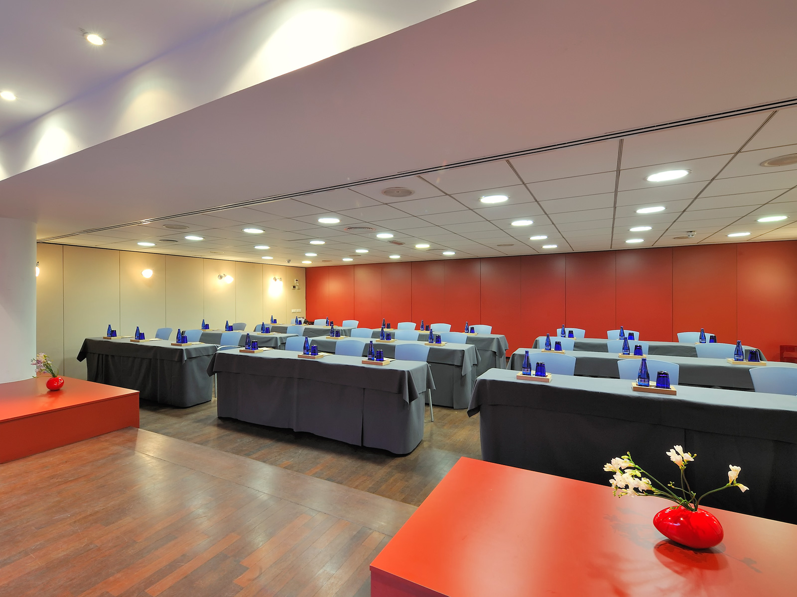 Red Meeting Room with terrace - Vincci Soma 4*